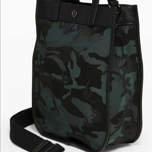 Lululemon Now And Always Tote *Mini 8L - camo
